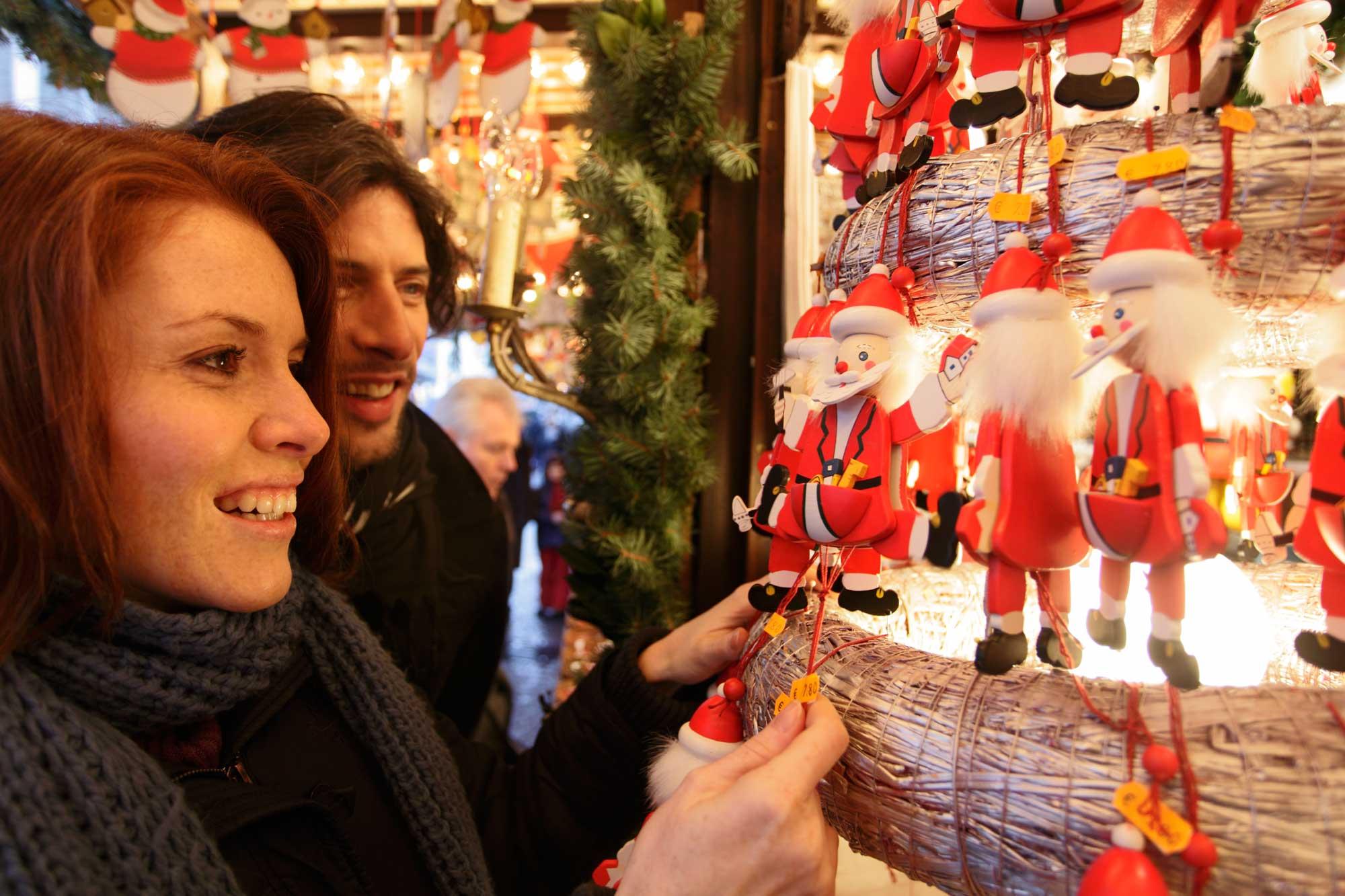 Stuttgart_Weihnachtsmarkt_Weihnachtsmänner